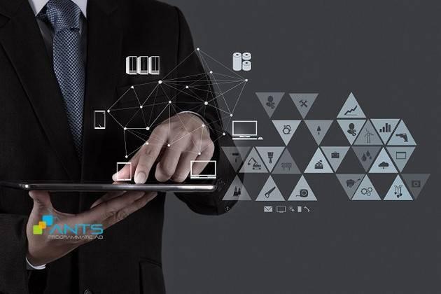 """Marketer cần """"vững tay chèo"""" với MarTech"""
